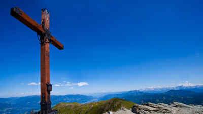 Gipfelkreuz auf der Goldecker Panoramastrasse