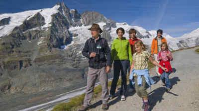 Touristen auf dem Gamsgrubenweg