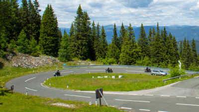Kurvenreiche Motorradstrecke auf der Villacher Alpenstraße